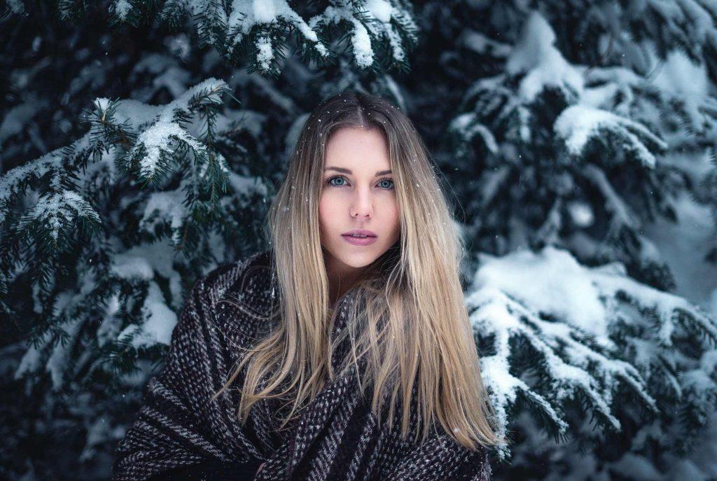 Schnee Outdoor Winter Fotoshooting mit Model